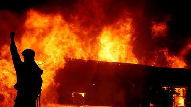 جورجيا الأمريكية تعلن حالة الطوارئ والبنتاغون يقرر نشر وحدات من الشرطة العسكرية في مينيابوليس